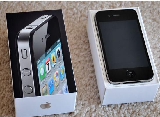 Apple iPhone 4 (32GB) cell phone  UNLOCKED