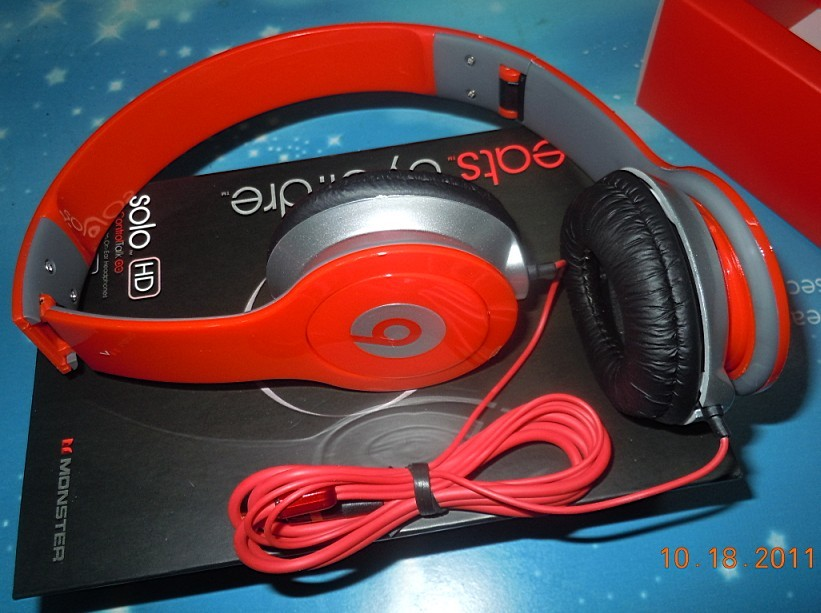 NEW Monster Beats SOLO HD Headphones  A0099