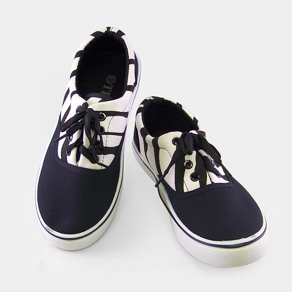 Black/White Sport Style Fabric Shoes